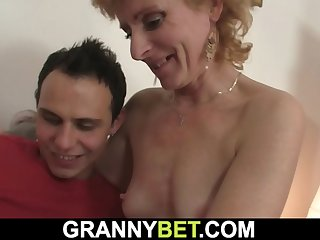 He fucks skinny blonde woman