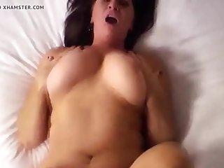 שמנה מזדיינת עם האקס שלה במיטה ובוגדת בבעלה ועושה שיחות ארוטיות וסרטי סקס