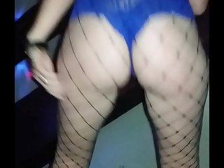 Esposa gaú_cha danç_ando na festinha