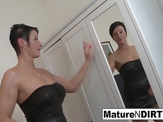 Brunette mature'_s ass is so tight he cums inside her