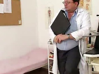 Blondhaired chubby milf explored by cunt doctor