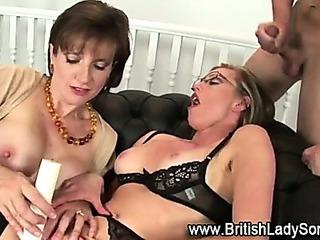 Masturbatrix mature Lady Sonia uses toy