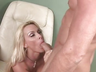 Horny MILF gets pussy stretched by big cock