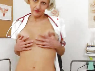 Pussyexpander in blonde head medic