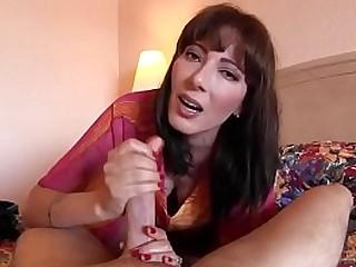 Mom Chubby Big Tits Cougar Housewife laat jongere man klaarkomen